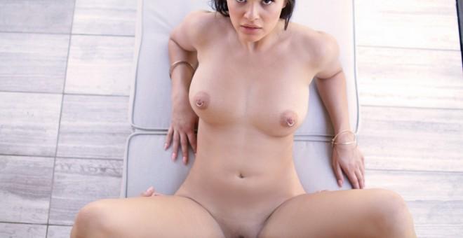 Pierced babe Gracie Dai